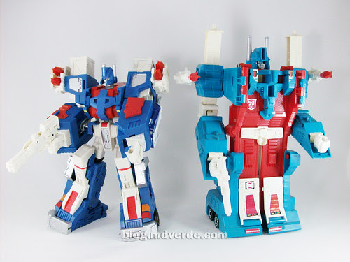 Transformers Ultra Magnus Classics + City Commander vs G1 - modo robot