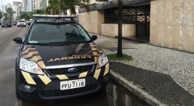 Uma das prisões aconteceu em um prédio da Avenida Boa Viagem nesta quinta (27) / Cinthia Ferreira/TV Jornal