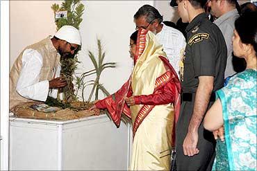 President Pratibha Patil looks at the Kudrat variety of wheat.