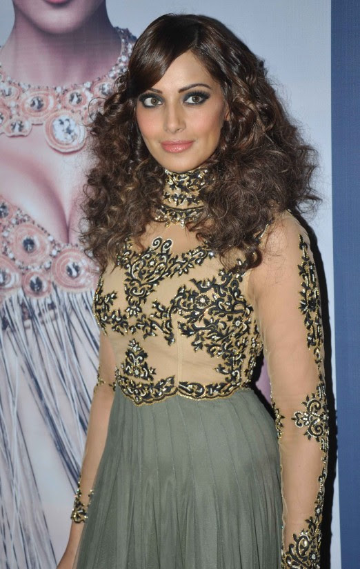 Bipasha-Basu-At-Announcement-of-IRFW-India-Fashion-Awards-Pictures-Photos-3