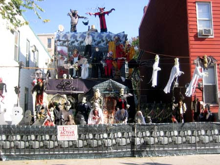 Creatini Real Estate: 11 Craziest Halloween Decorated Homes