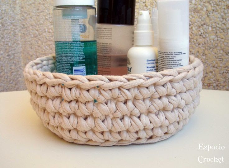 Un DIY de como hacer un cesto redondo de trapillo - Decora y diviértete
