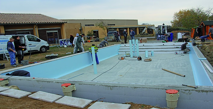 Construction piscine 3 jours pour une piscine de 12 m x for Construction piscine 80