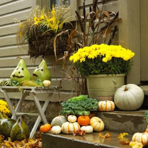60 Pretty Autumn Porch Décor Ideas | DigsDigs