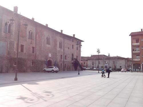 Mini guida della bicicletta in Piazza Perrucchetti by Ylbert Durishti