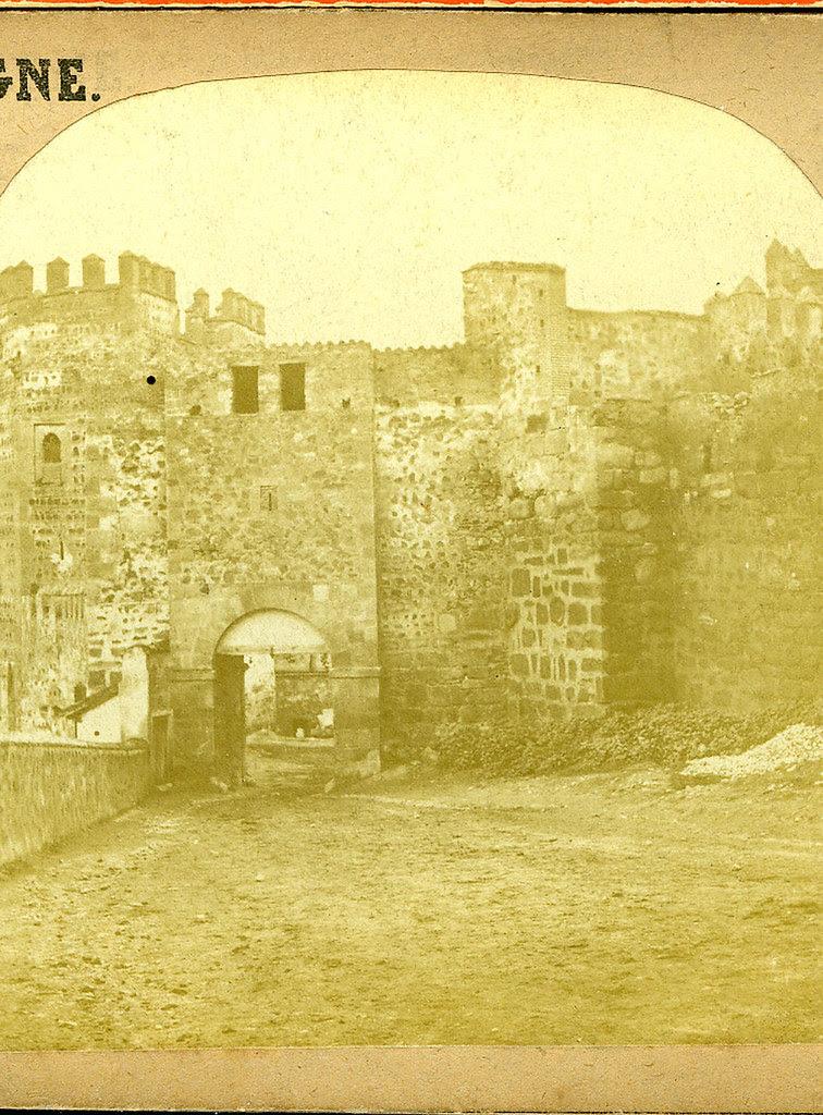 Parte trasera de la Puerta de Alcántara antigua situada junto al Puente de Alcántara y demolida en julio de 1864