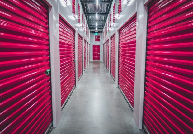 The Pros and Cons of Using Self-Storage Unit During Travel