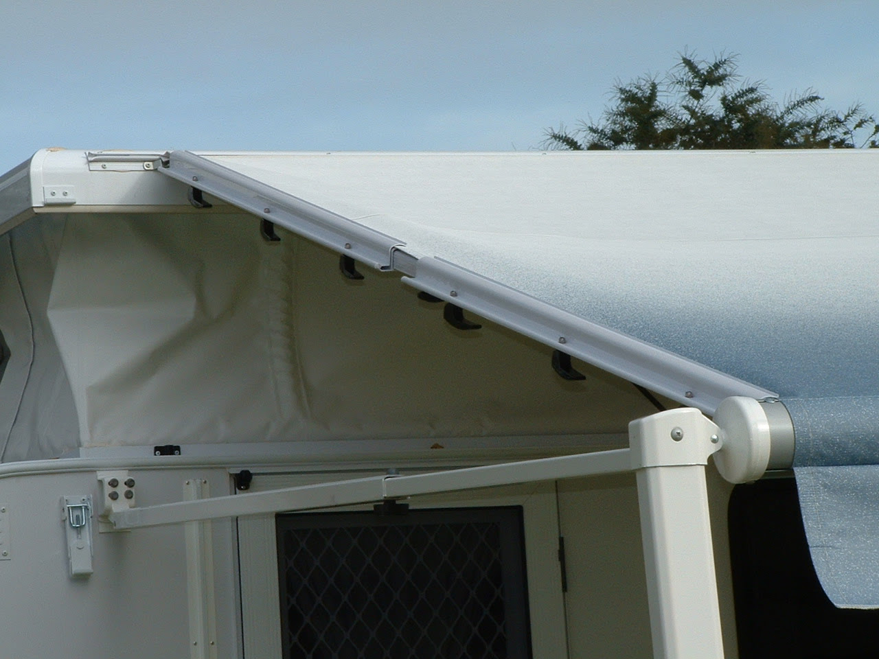Roll Out Awning For Pop Top Caravan | Homideal