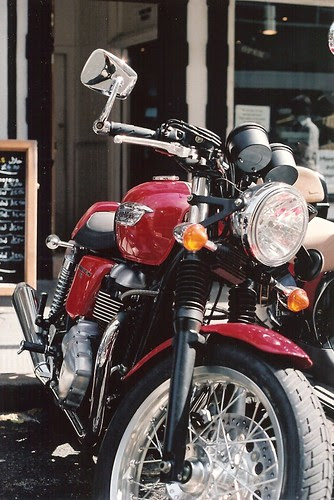 Red Thruxton by Vespamore !