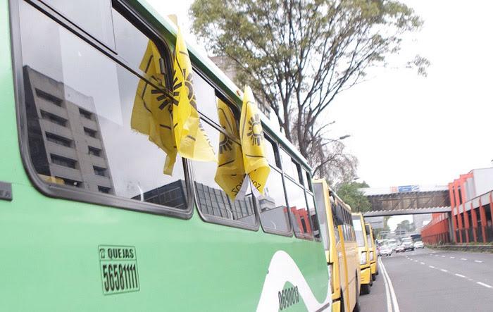 Microbuses para llenar el Zócalo. Foto: Francisco Cañedo, SinEmbargo