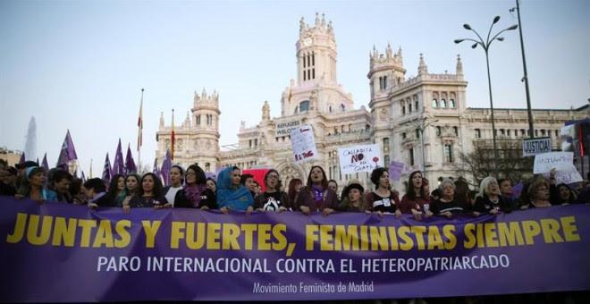 Un momento de la manifestación con motivo del Día Internacional de la Mujer en Madrid. EFE/Mariscal