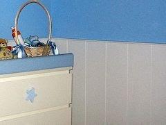 Un friso de madera para decorar y proteger la pared - Proteger paredes de rozaduras ...