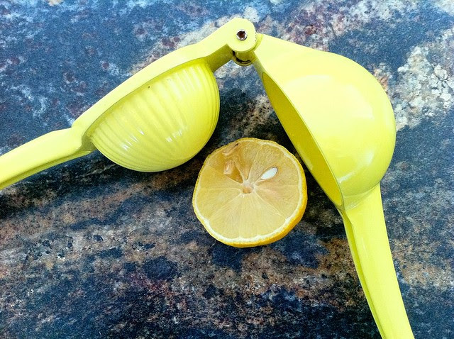 1/2 Lemon with Juicer