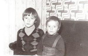 Miguel Ángel con su hermana Marimar.