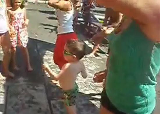 Μωρό δείχνει χορογραφία Lady Gaga