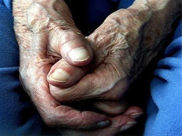 ΠΑΠΠΟΥΣ 600x449 ΘΑ ΔΑΚΡΥΣΕΤΕ: Ζήτησαν από έναν ηλικιωμένο να μιλήσει για την γυναίκα του… Η απάντηση που έδωσε, πάγωσε όσους τον άκουσαν!