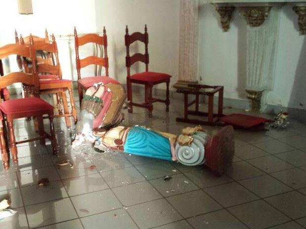 Nossa Senhora do Patrocínio do Santíssimo Sacramento destruição quebra imagens santos (Foto: G1/ G1)