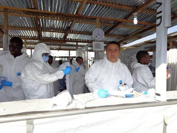 Médicos cubanos del Contingente Henry Reevecombatiendo el ebola en Africa