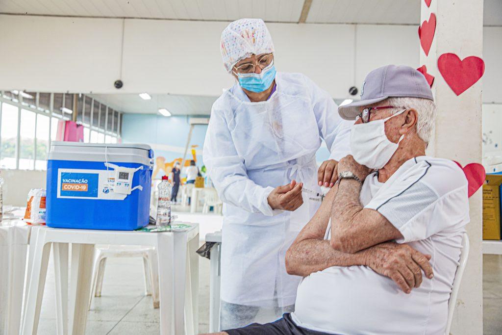 Idosos com 75 anos ou mais começam a ser vacinados a partir de segunda em Araporaca