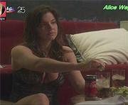 Alice Wegmann sensual na novela Lei do Amor