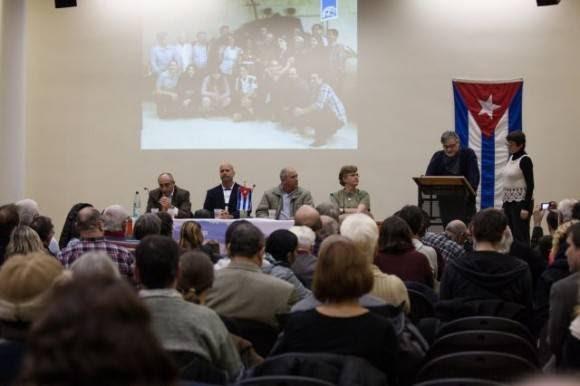 Gerardo con grupos solidarios en Alemania. Foto: Embacuba Alemania