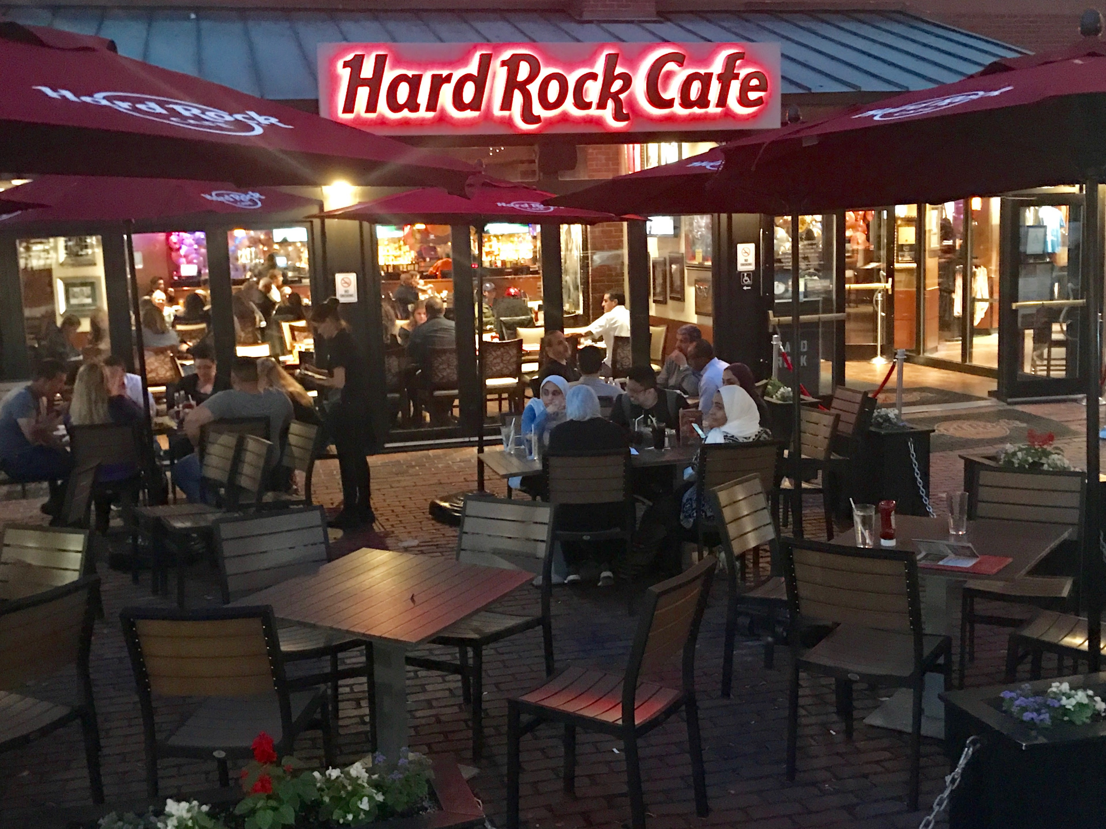 live music at the hard rock cafe 3