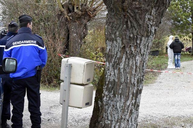 La police enquête sur les lieux d'un des trois meurtres.