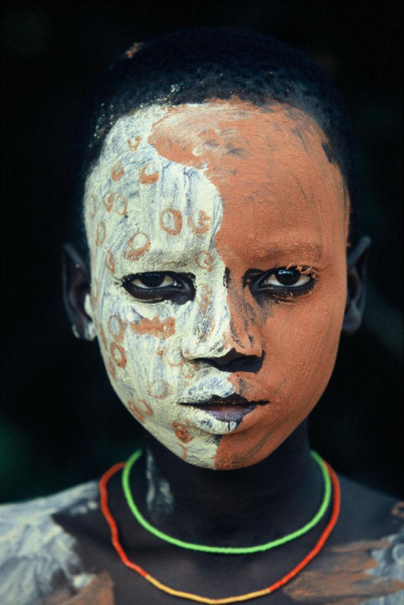 A beleza das Tribos Surma e Mursi, uma cultura em perigo, no sul de Etiópia 27