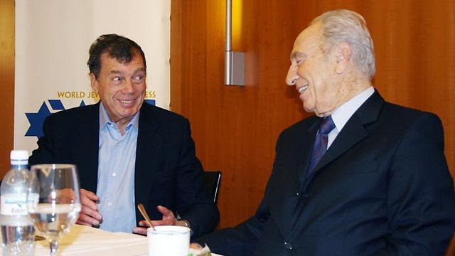 Bronfman with President Shimon Peres (Photo: Yitzhak Elharar, Scoop 80)