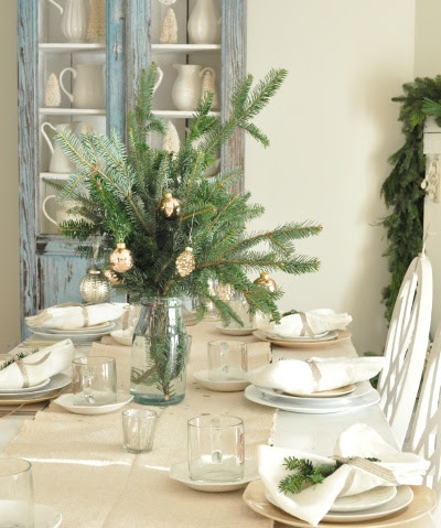 christmas-dining-buckets-of-burlap