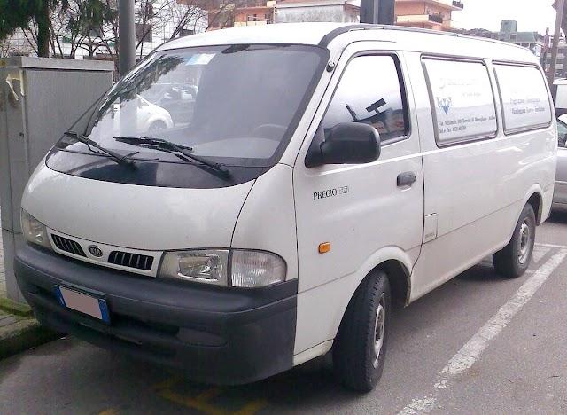 Sarawak | Anda memerlukan van sewa di Kuching?