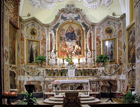 http://www.virtualsorrento.com/risorse/images/arti/chiese_monumenti/sm_grazie-altare.jpg