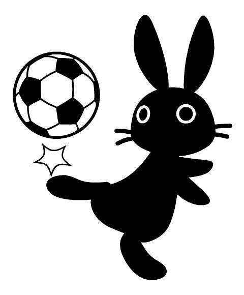 サッカーボールで遊ぶ黒うさぎイラスト素材見本 Kmsys卯年賀状
