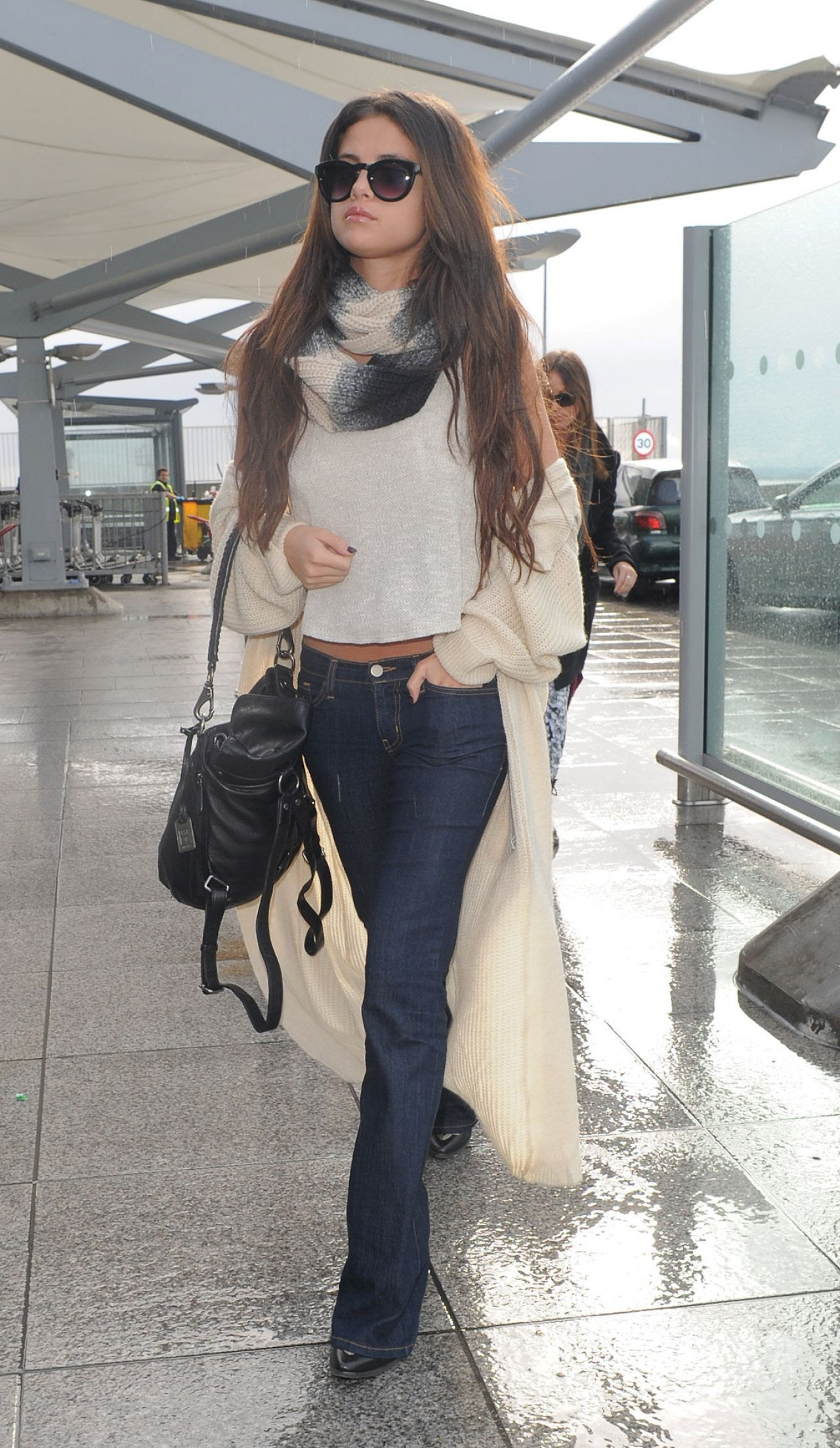 selena gomez street style  at heathrow airport in london