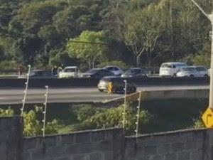 Acidente na Via Dutra em São José dos Campos (Foto: Reprodução/Vanguarda Repórter)