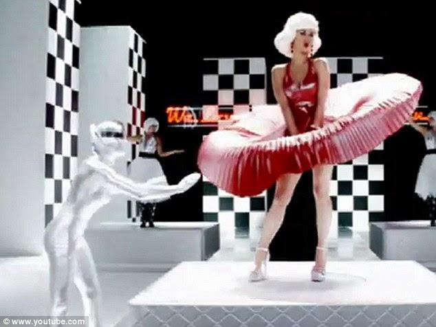 Marilyn com uma torção: Perry estampada sua própria identidade no pastiche Marilyn