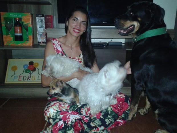 Leda Perini tem 11 cachorros, sendo seis adultos e cinco filhotes (Foto: Divulgação/Celso Perini)
