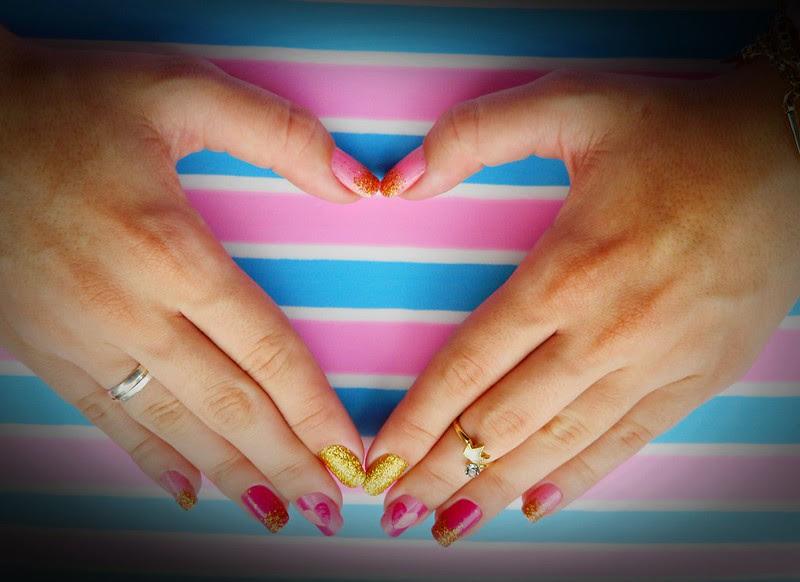 juliana leite unhas rosa glitter dourado coração amor holografic 016