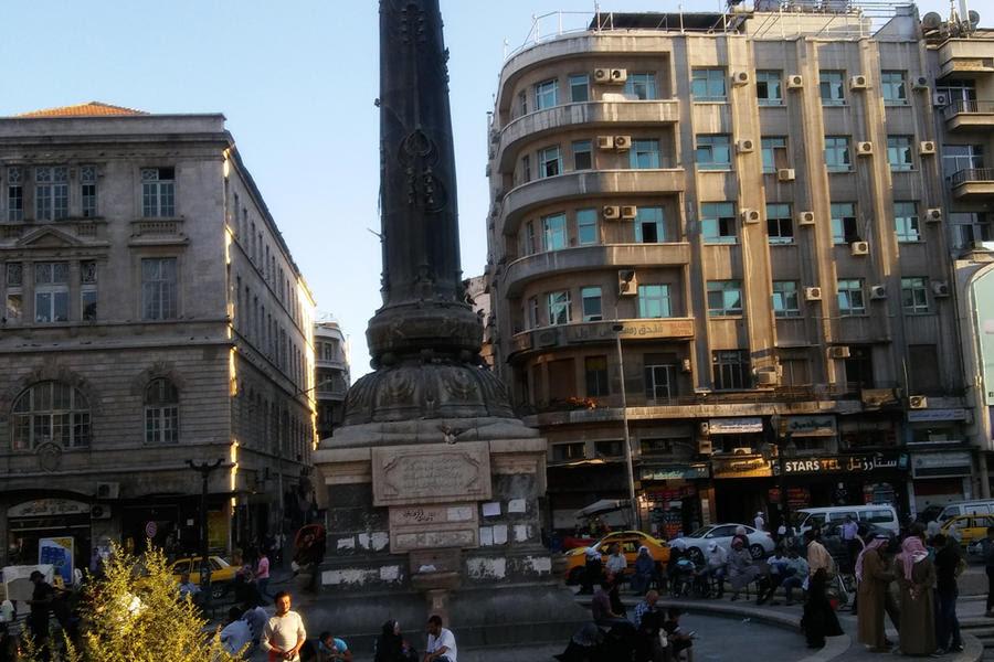 Plaza de los Mártires de Damasco, donde hoy conviven viandantes con desplazados (Foto: Pablo Sapag M.)