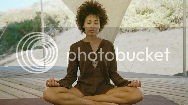 photo black-woman-yoga.jpg