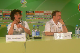 Ahn Jung-hwan and Advocaat after the Togo game
