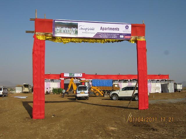 Welcome arch at the site of Dajikaka Gadgil Developers' AnantSrishti Kanhe