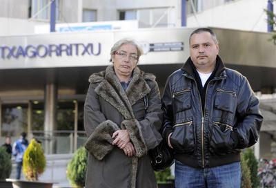 Familiares de una mujer de Oyón hospitalizada en Vitoria