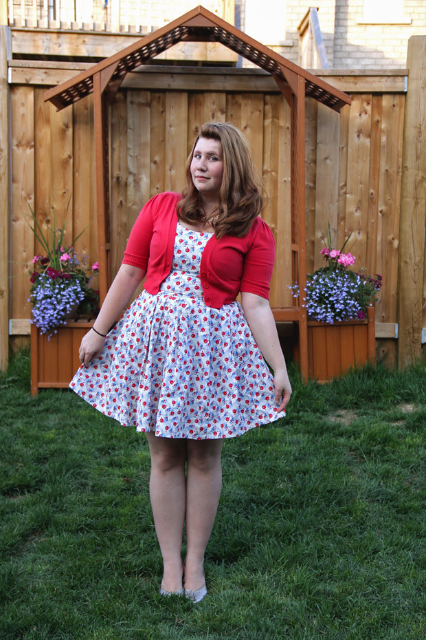 blog wanderlust whimsy megan red blue white dress sew DIY retro fabricland