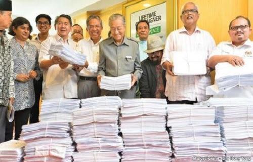 1.2 juta tandatangan deklarasi, Dr M serah sendiri pada Agong
