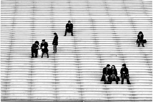 Stairing at Paris B&W por jmvnoos in Paris