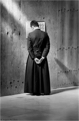 Risultati immagini per crisi dei sacerdoti