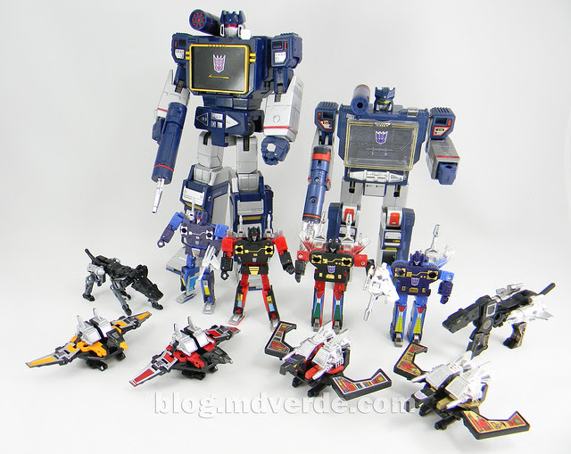 Transformers Soundwave Masterpiece - modo robot vs G1 vs casetes