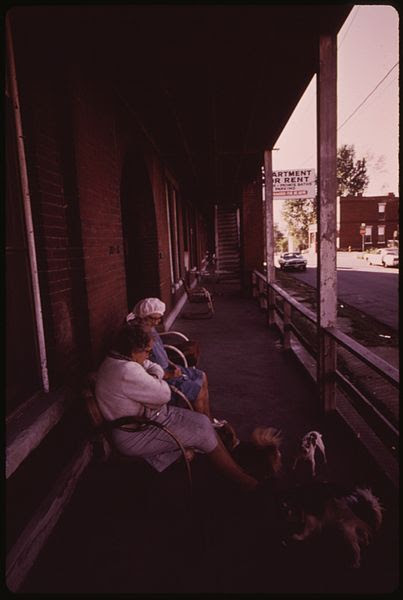 File:ELDERLY RESIDENTS OF THIS BUILDING IN THE WEST 700 BLOCK OF 16TH STREET IN MULKY SQUARE MUST FIND OTHER LODGING SOON.... - NARA - 553483.jpg