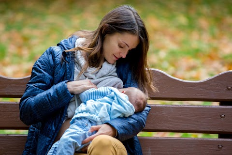 UK Mom Says Man Took Breastfeeding Photos, Starts Petition to Outlaw It